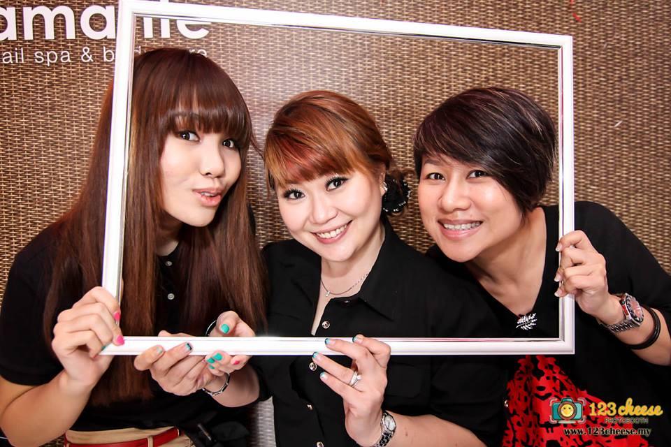 Three pretty ladies from Amande.
